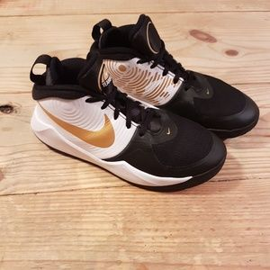 "NIKE ""Big Team Hustle"" Kid's Sneakers Sz. 4.5"